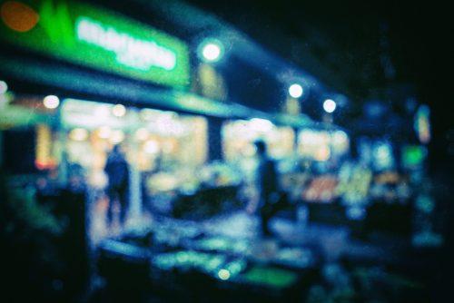 夜中の営業店舗